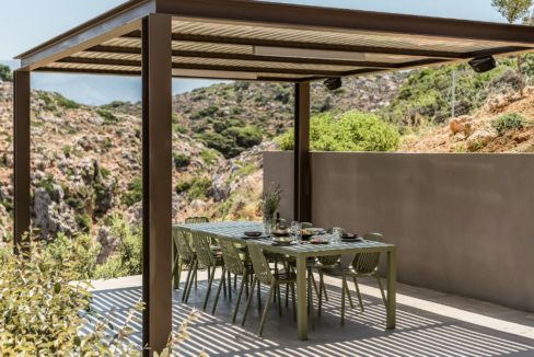 Amazing Seafront Villa in Crete. Property for sale in Crete Chania, property for sale in Greece beachfront, luxury waterfront homes for sale in Greece 13