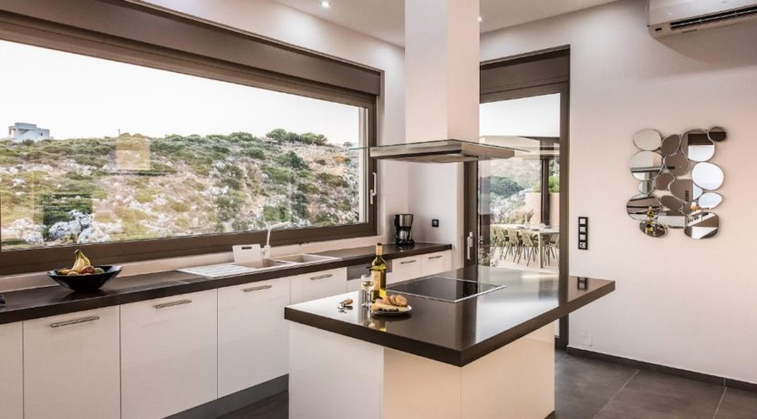 Amazing Seafront Villa in Crete. Property for sale in Crete Chania, property for sale in Greece beachfront, luxury waterfront homes for sale in Greece 16