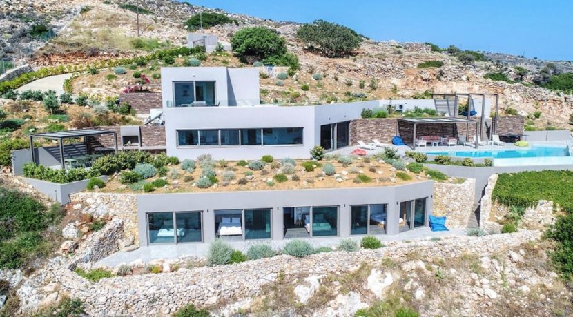 Amazing Seafront Villa in Crete. Property for sale in Crete Chania, property for sale in Greece beachfront, luxury waterfront homes for sale in Greece 24