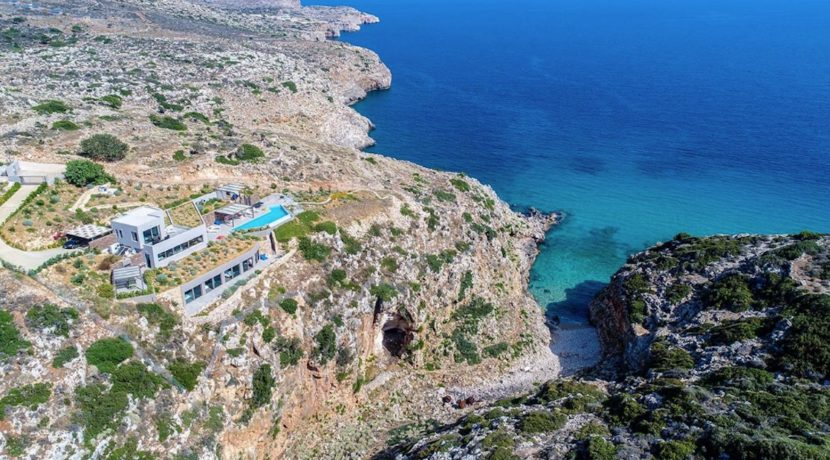 Amazing Seafront Villa in Crete. Property for sale in Crete Chania, property for sale in Greece beachfront, luxury waterfront homes for sale in Greece 25