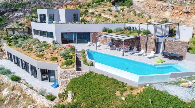 Amazing Seafront Villa in Crete. Property for sale in Crete Chania, property for sale in Greece beachfront, luxury waterfront homes for sale in Greece 26