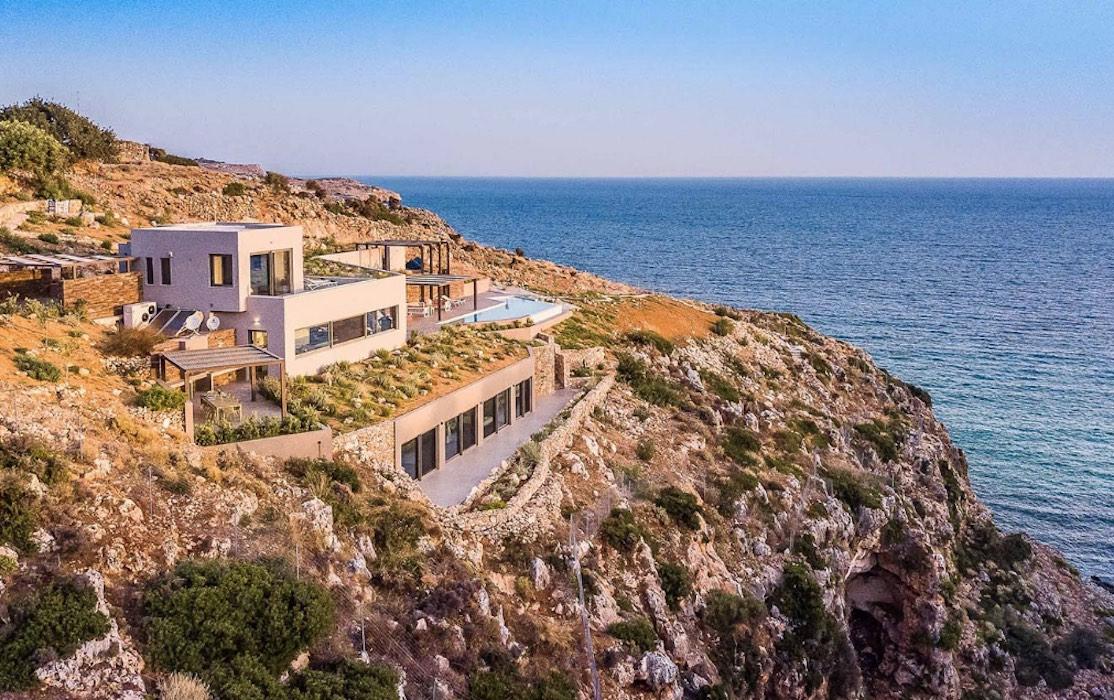Amazing Seafront Villa in Crete