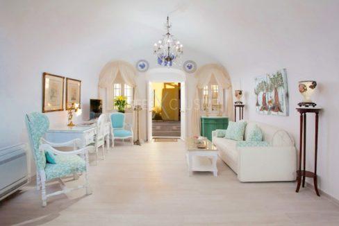 Luxury houses for sale in Santorini. Homes for sale in Santorini Greece 4