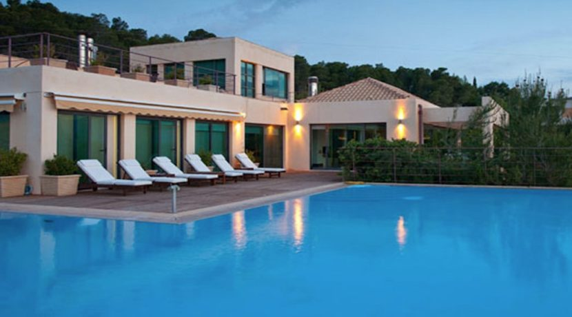 Seafront Villa Porto Heli, Peloponnese. Luxury property for sale Peloponnese, Peloponnese property for sale, Greece property for sale by the beach 3
