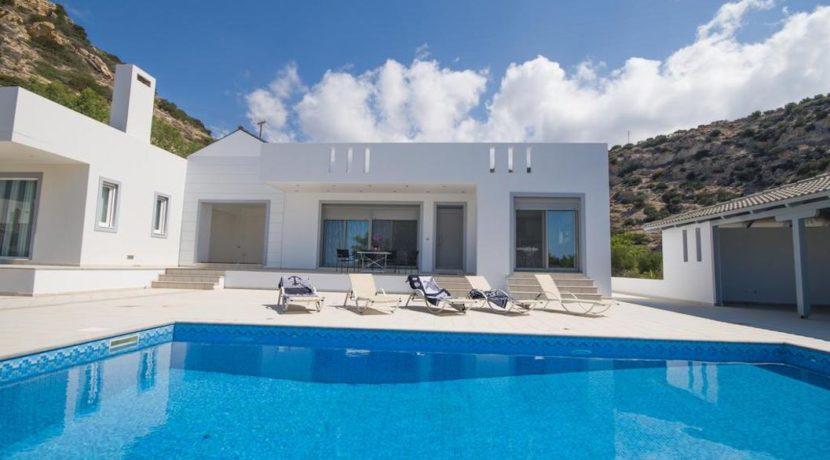 Seafront Villa near Ierapetra in Crete. Crete property for sale or rent 1