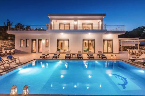Luxury Villa in Agios Nikolaos Crete, by the sea. Villas for Sale in Crete, Seafront Villas in Crete, Luxury Estate Crete 2