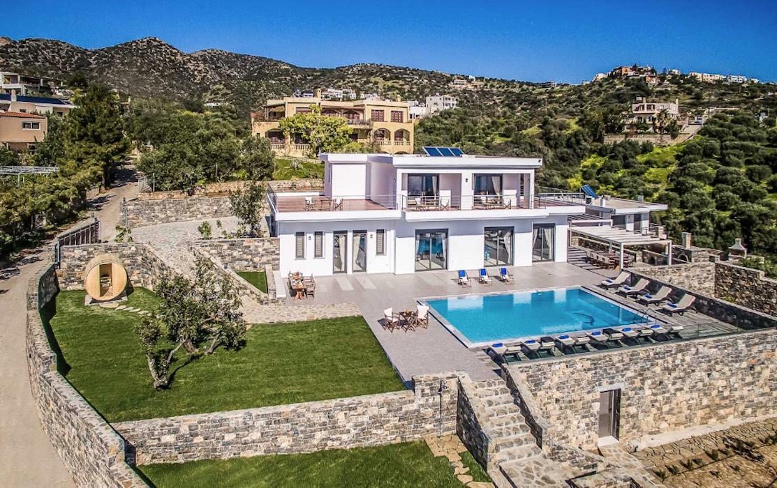Luxury Villa in Agios Nikolaos Crete, by the sea