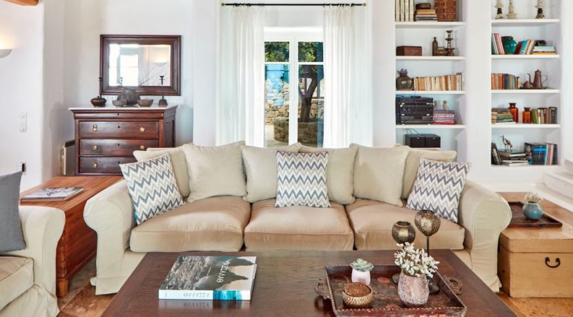 Luxury villa in Mykonos with 10,000 sqm land. Mykonos Villas, Luxury Villa for Sale in Mykonos, Mykonos Luxury Villas, Real Estate Mykonos, Agrari 22