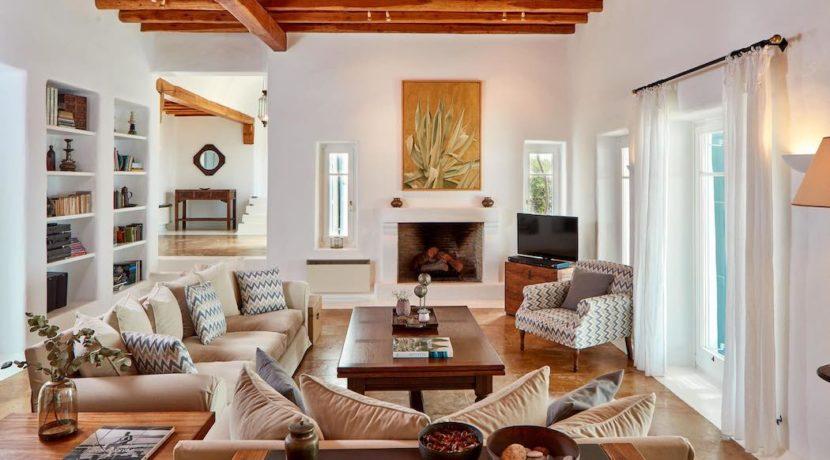 Luxury villa in Mykonos with 10,000 sqm land. Mykonos Villas, Luxury Villa for Sale in Mykonos, Mykonos Luxury Villas, Real Estate Mykonos, Agrari 25