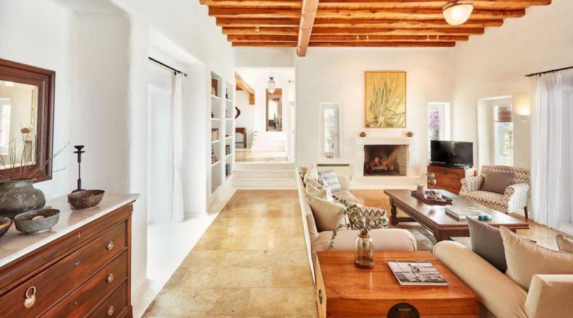 Luxury villa in Mykonos with 10,000 sqm land. Mykonos Villas, Luxury Villa for Sale in Mykonos, Mykonos Luxury Villas, Real Estate Mykonos, Agrari 26