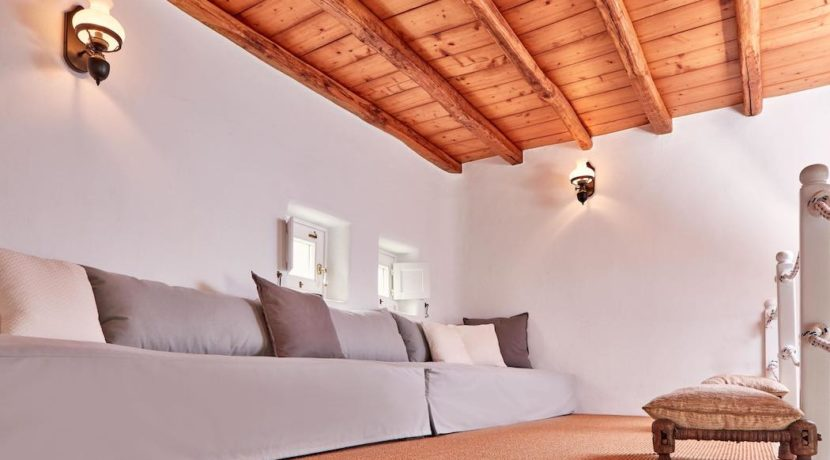 Luxury villa in Mykonos with 10,000 sqm land. Mykonos Villas, Luxury Villa for Sale in Mykonos, Mykonos Luxury Villas, Real Estate Mykonos, Agrari 3