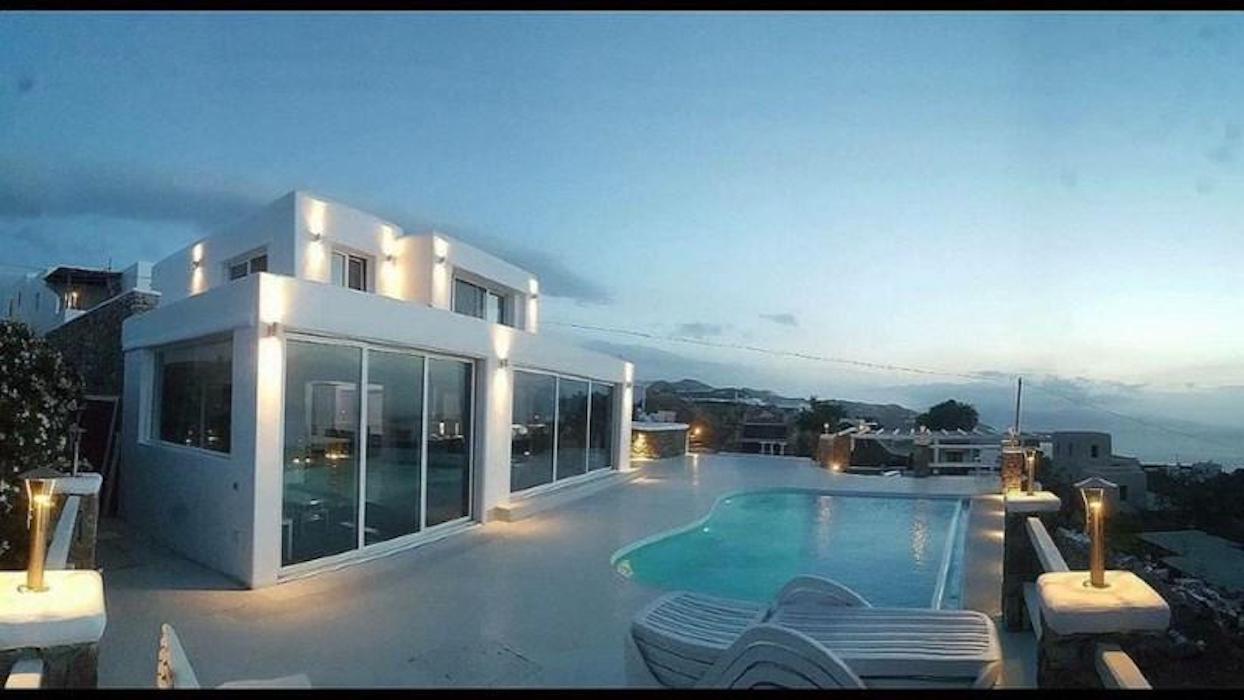 Mykonos Villa near Chora with 5Bedrooms