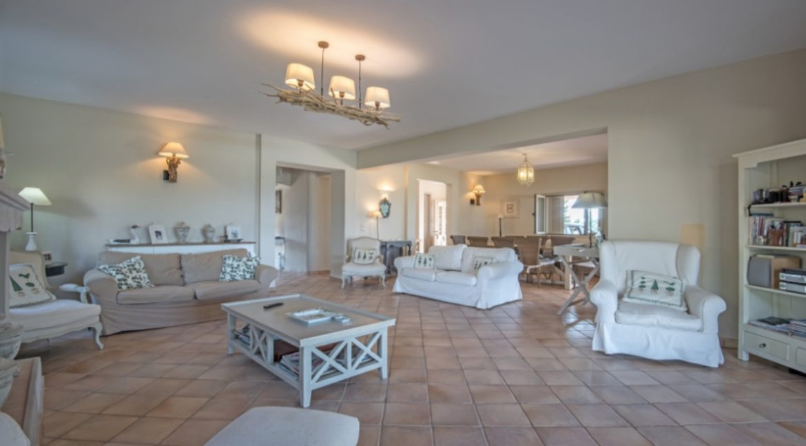 NEW Seafront Villa in Peloponnese, Beachfront Property in Porto Heli. Buy this luxury Villa at the most cosmopolitan spot in Greece. Porto Heli Real Estate 1