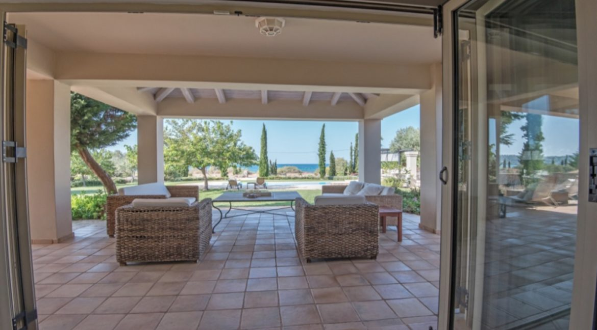 NEW Seafront Villa in Peloponnese, Beachfront Property in Porto Heli. Buy this luxury Villa at the most cosmopolitan spot in Greece. Porto Heli Real Estate 10