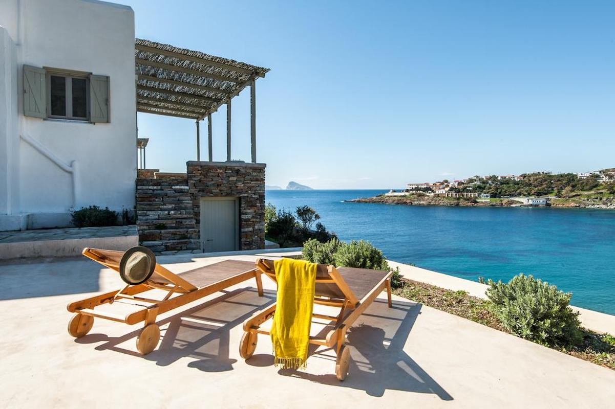 Beautiful house in Kythnos island Greece, by the sea