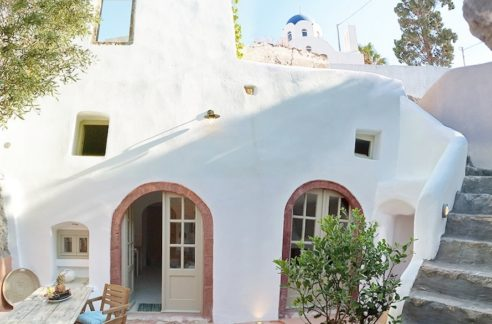 Excellent Property in Santorini, Property for sale Santorini, Investment Santorini, Home for Sale in Santorini, Ideal to Renovate and use as a rental villa