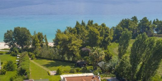 Gorgeous Beachfront Villa in Halkidiki, Exclusive