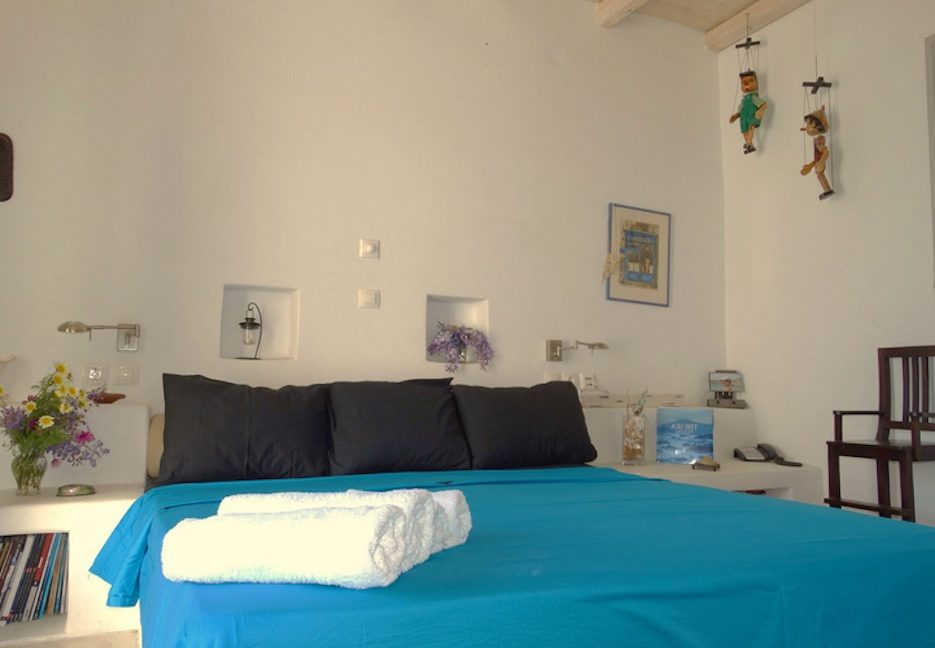 House for sale in Paros on the Beach - Beachfront Villa Paros Greece, Seafront villas in Greece, Property on the Beach Paros 9
