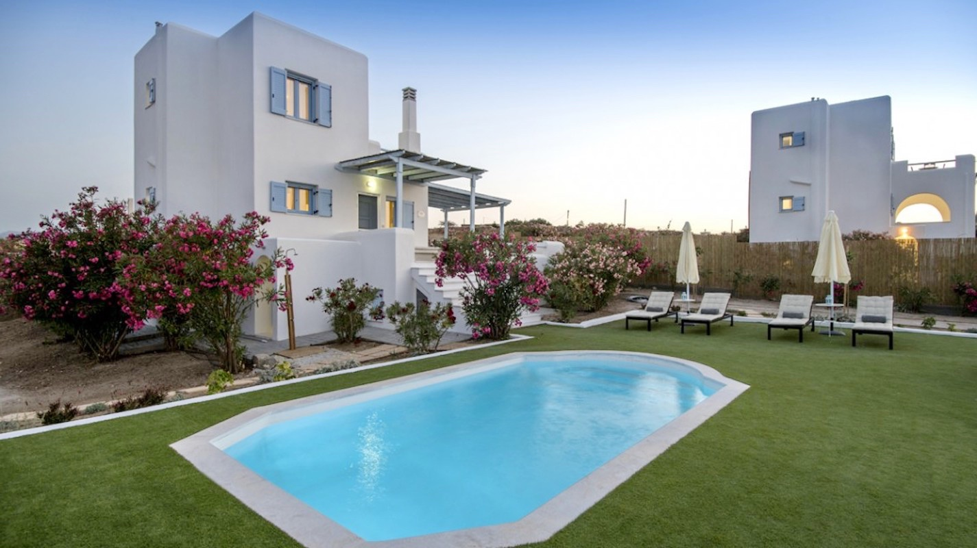 Naxos, new built house with pool near the sea