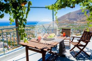 House for sale in Santorini Pyrgos, with sea view
