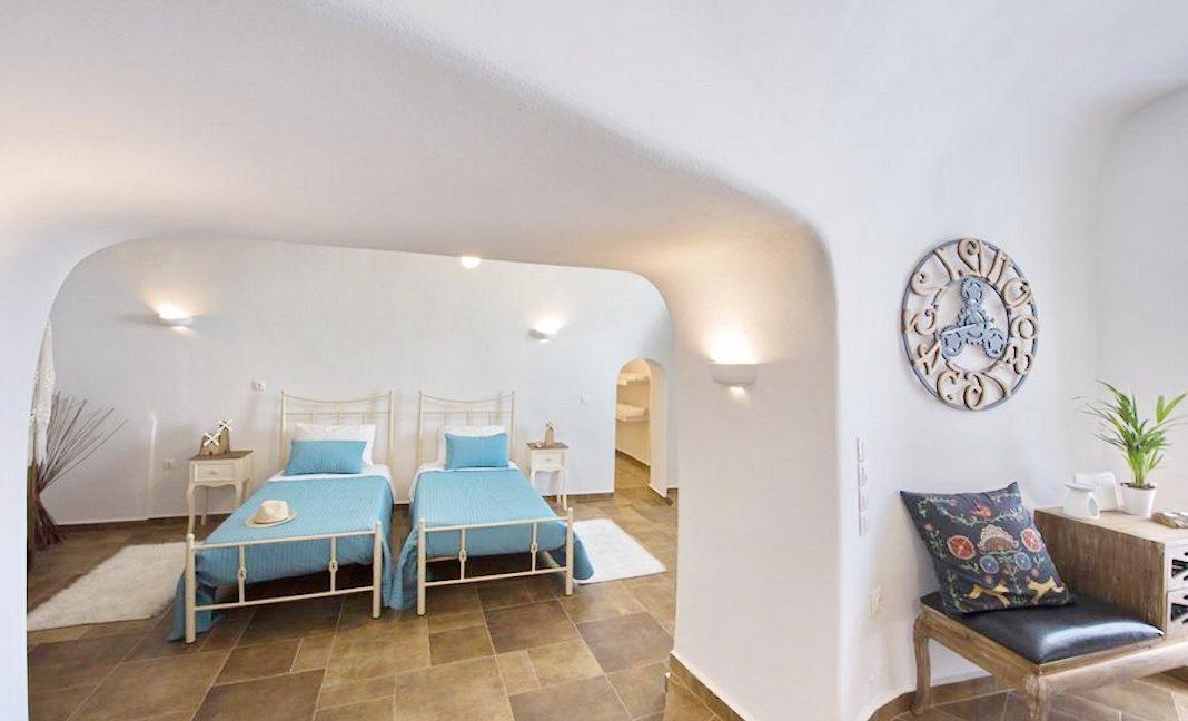 House for sale in Santorini, in Karterados 10