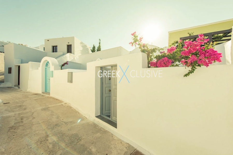 House at Santorini, Properties in Santorini 1