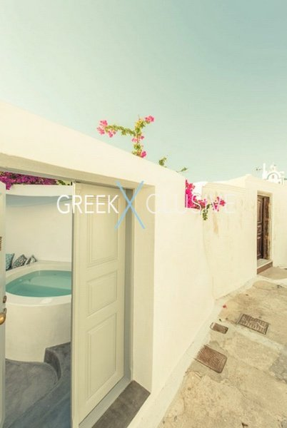House at Santorini, Properties in Santorini 2