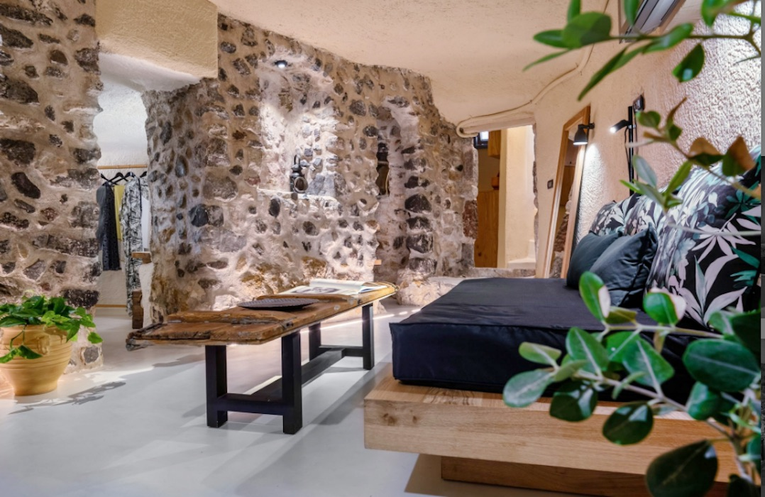 Cave House in Santorini, Emporio