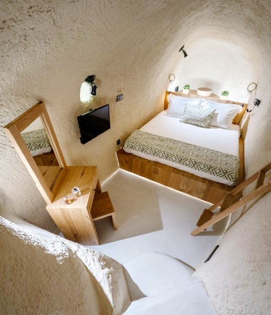 Cave House in Santorini, Cave House for Sale 31