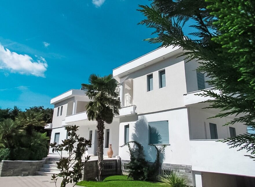 Beachfront Luxury Estate in Chalkidiki, Luxury Villa in Chanioti 2