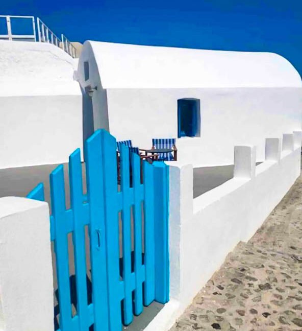 House for Sale in Oia Santorini with Good Rental Income, Real Estate Office in Santorini 1