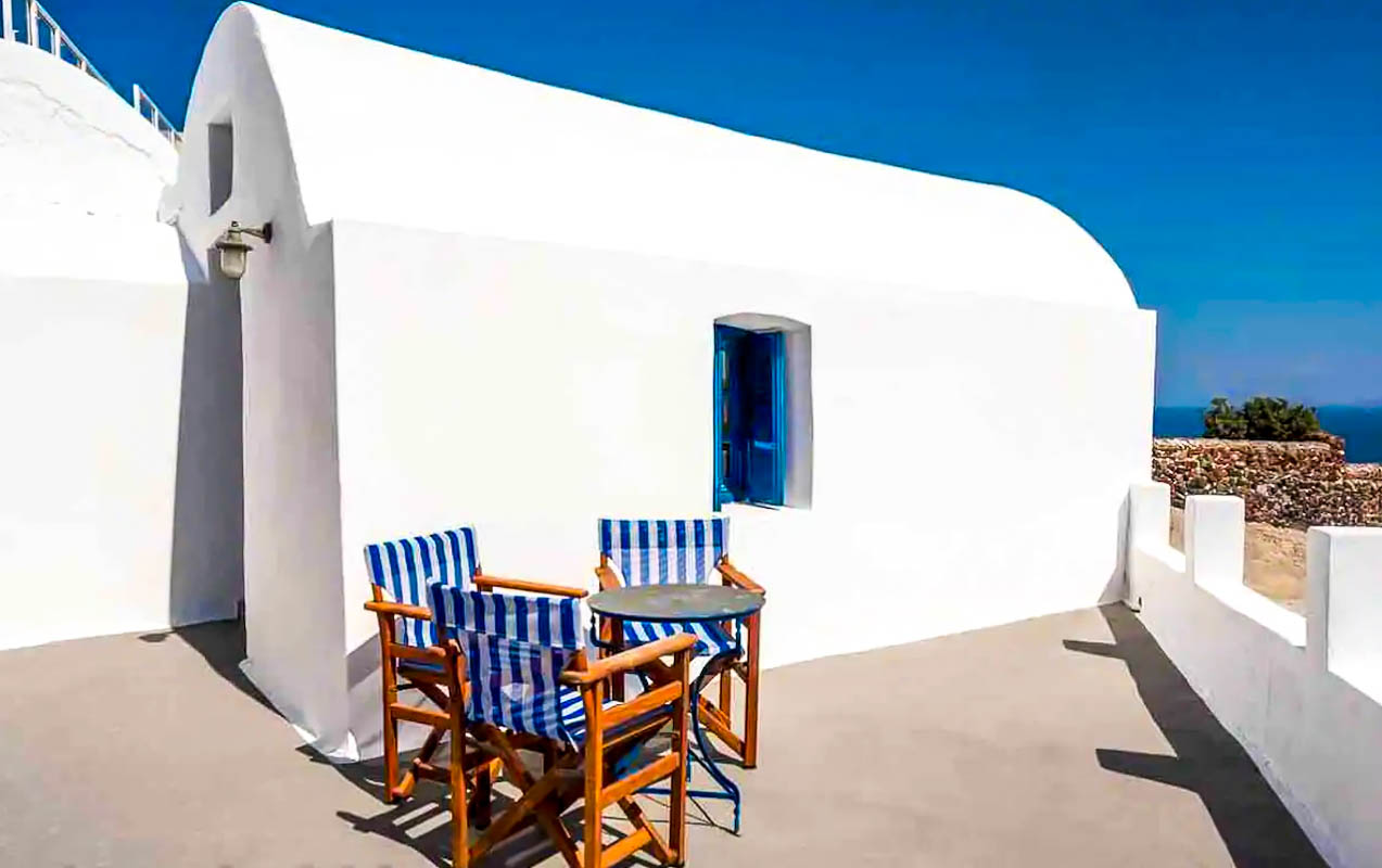 House for Sale in Oia Santorini with Good Rental Income