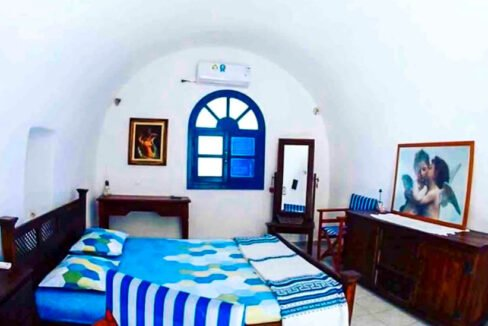 House for Sale in Oia Santorini with Good Rental Income, Real Estate Office in Santorini 11