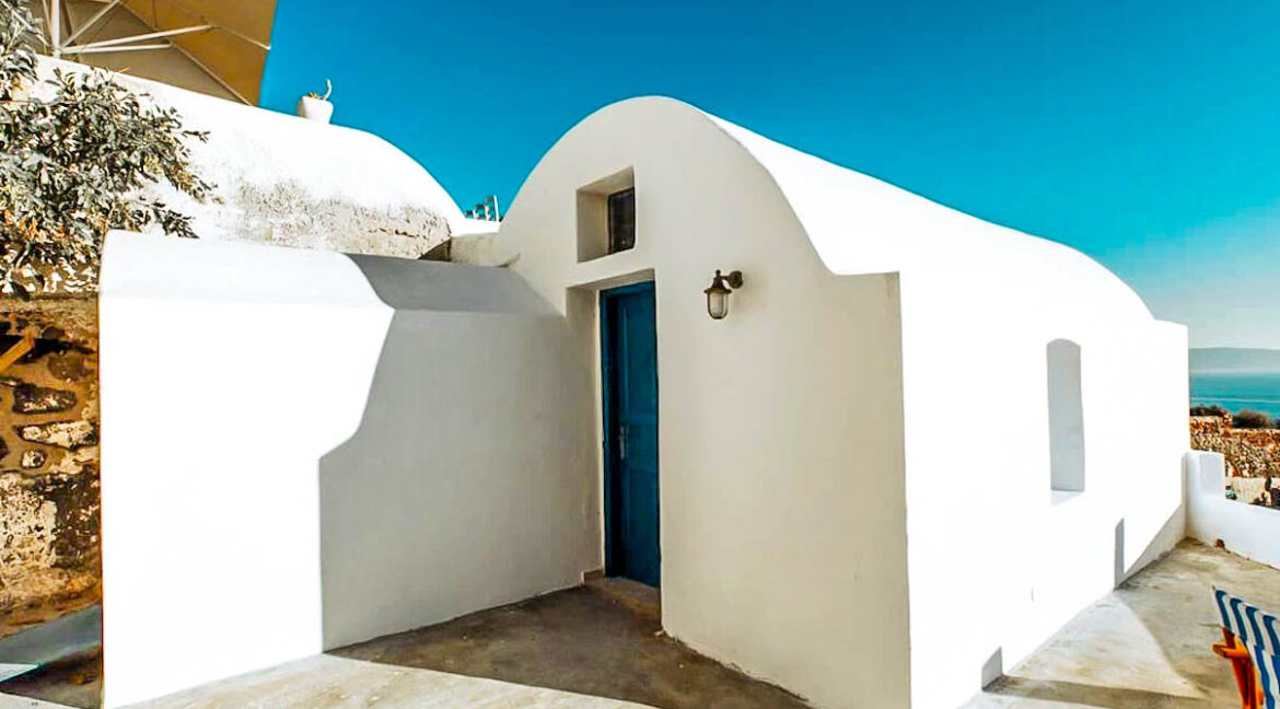 House for Sale in Oia Santorini with Good Rental Income, Real Estate Office in Santorini 14