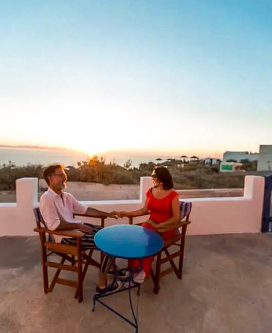 House for Sale in Oia Santorini with Good Rental Income, Real Estate Office in Santorini 18