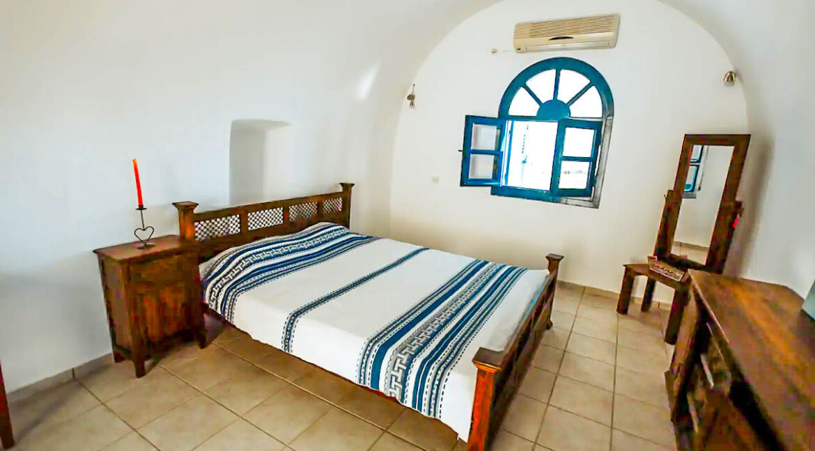House for Sale in Oia Santorini with Good Rental Income, Real Estate Office in Santorini 7