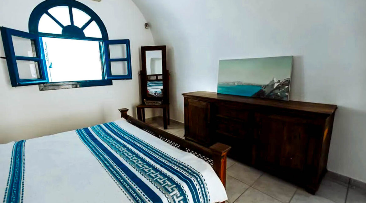 House for Sale in Oia Santorini with Good Rental Income, Real Estate Office in Santorini 9