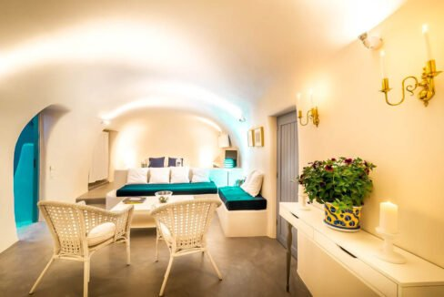 Small Hotel for Sale Finikia Oia Santorini, Hotel Sales Santorini 2