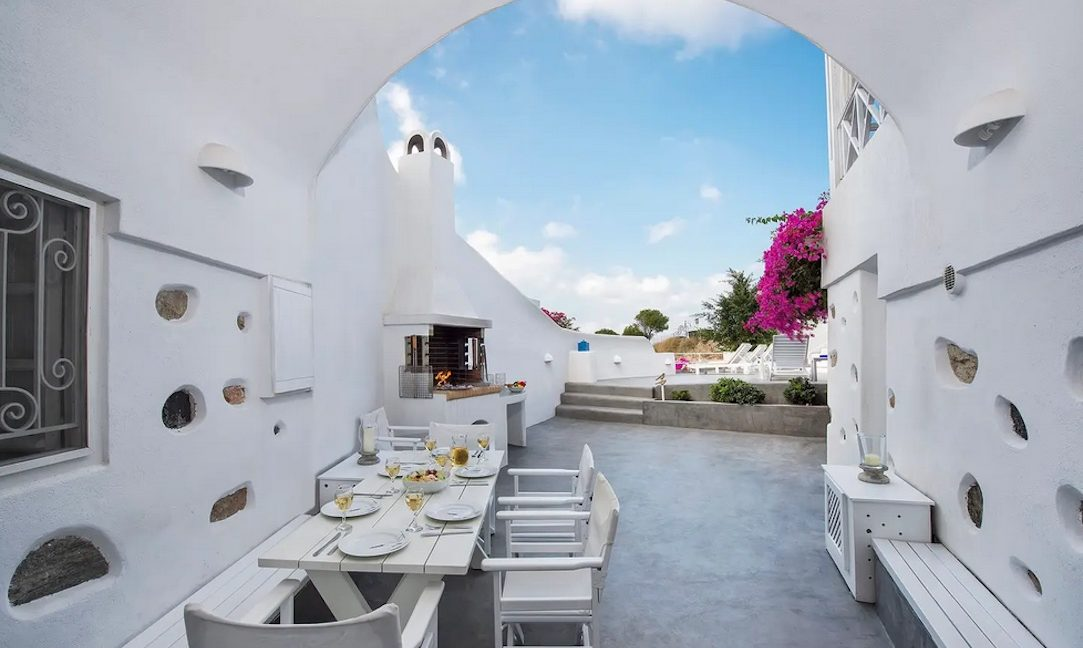 House with pool in Santorini for Sale, Santorini Property 5
