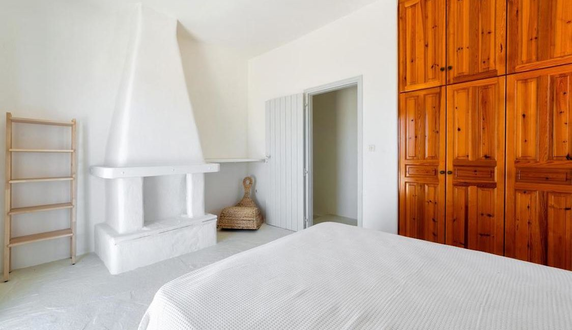 Seafront Villa in Paros Greece, Villas in Paros 15