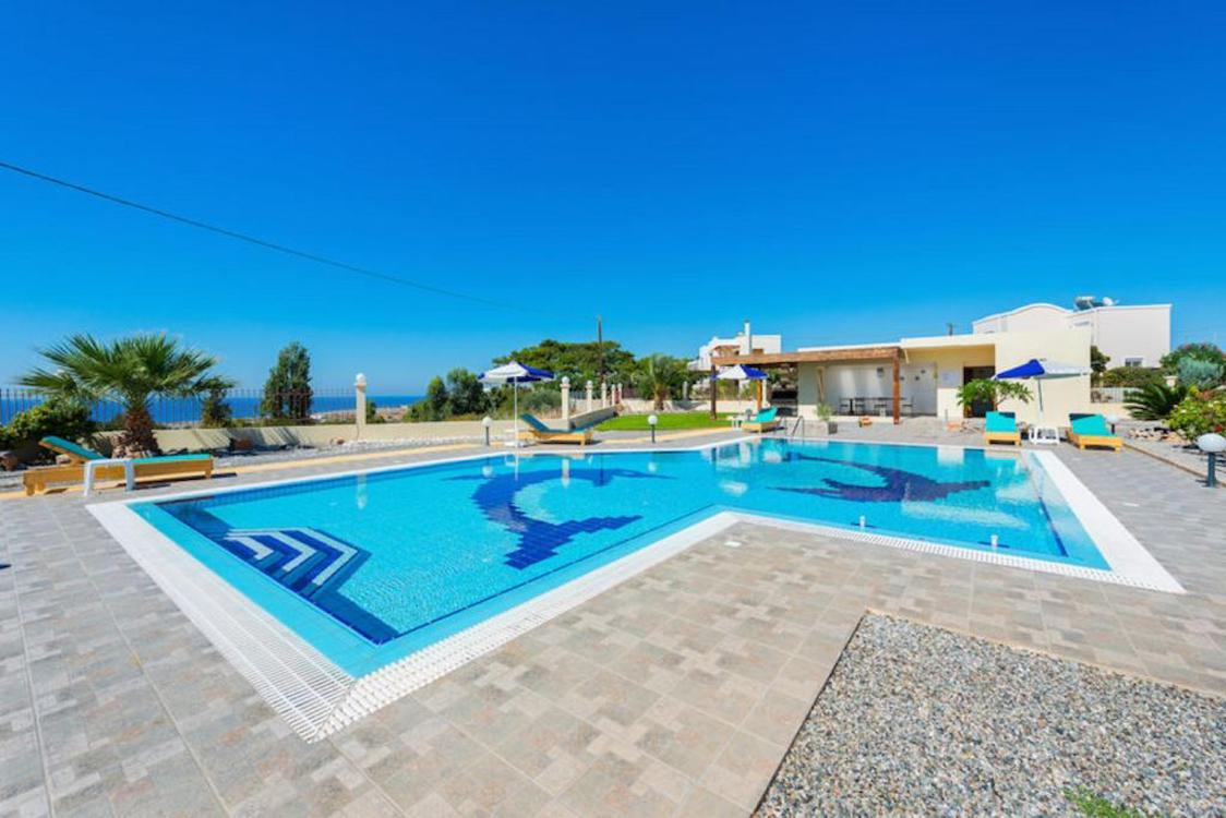 Property in Rhodes with Pool near the sea