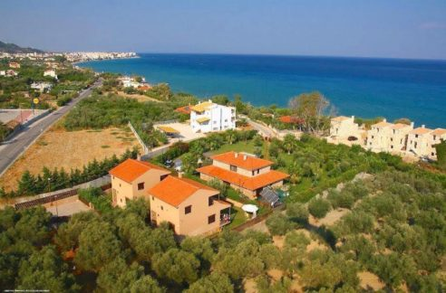 Home by the sea in Corinthos, Economy House near the sea