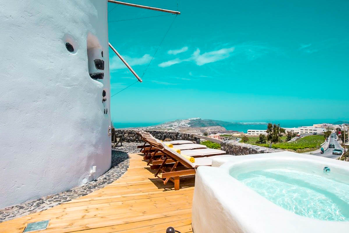 Windmill for sale in Santorini, with outdoor Jacuzzi, Pyrgos area – GREAT OFFER