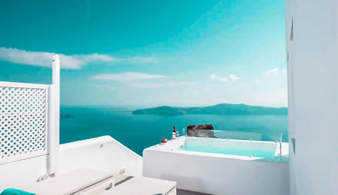 3 Suites for Sale in Imerovigli Santorini 2