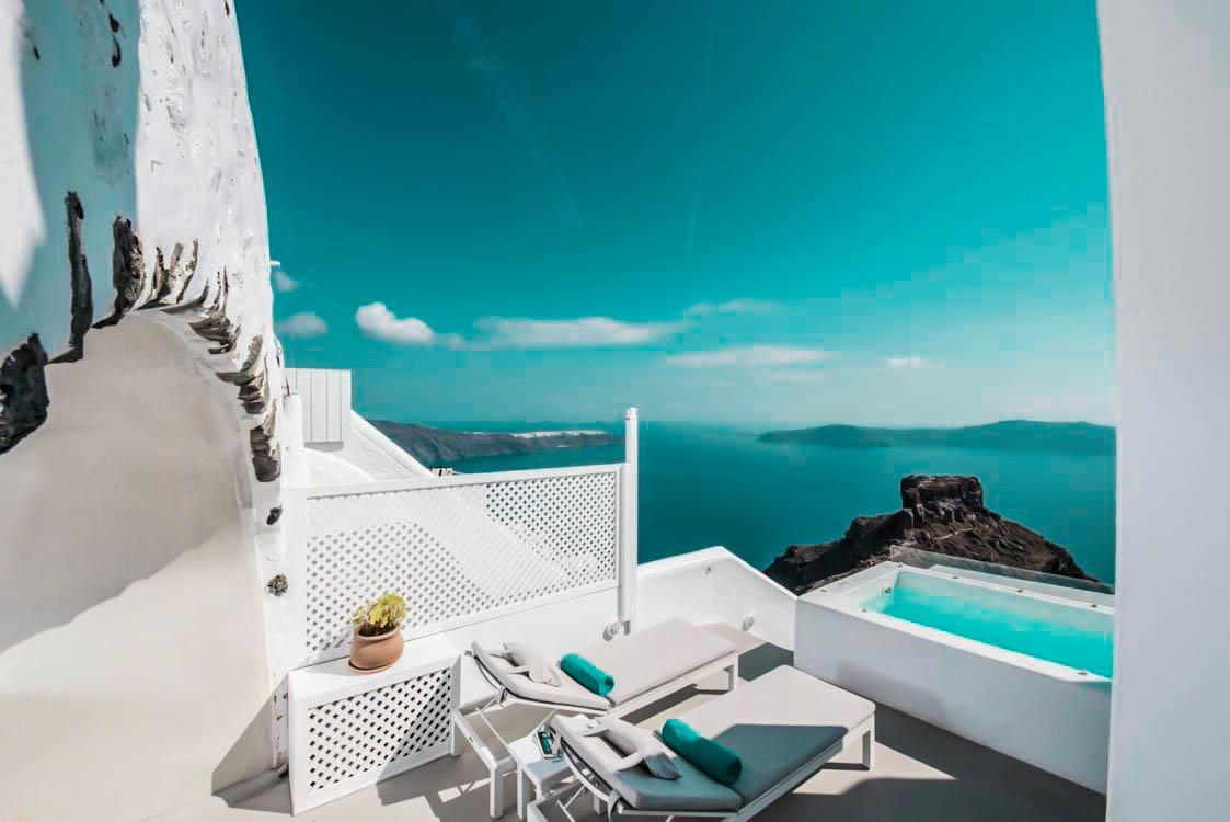 3 Suites for Sale in Imerovigli Santorini