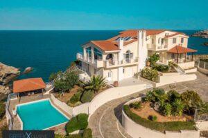 Big seafront Villa in Crete in Agia Pelagia 1