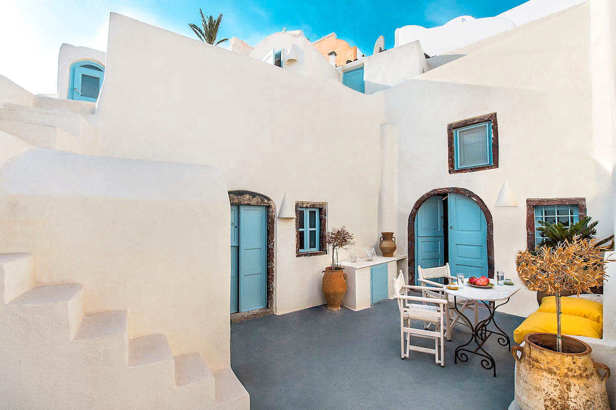 Property of 2 Cave Houses in Santorini Finikia Oia