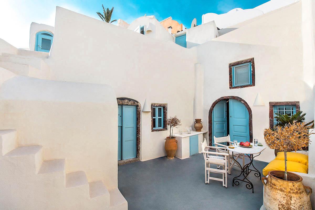 Property of 2 Cave Houses in Santorini Finikia Oia (3 Apartments)