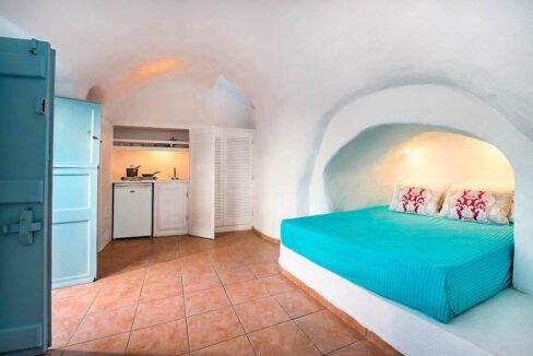 Cave Houses in Santorini Finikia Oia . Santorini Property 3