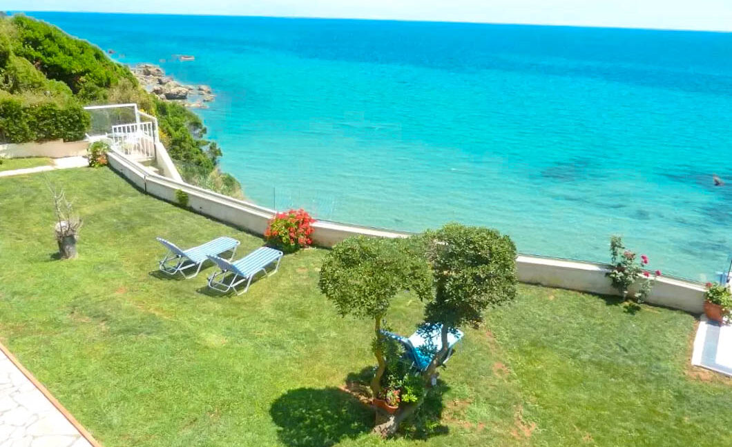 Seafront House in Corfu for sale. Corfu Properties 10